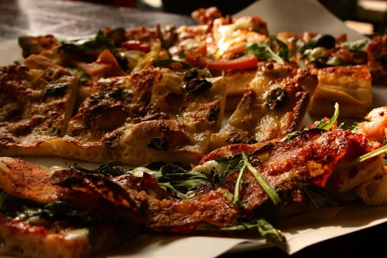 Pizza sauge et champignons